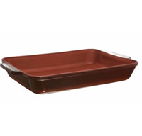3 qt. Baking Dish Non-Stick coating Brick Red Prevents food from sticking Easy to clean